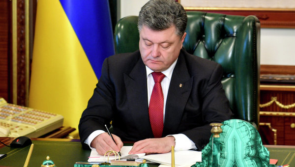 Poroshenko signs legislation extending law on special status of certain districts in Donbas