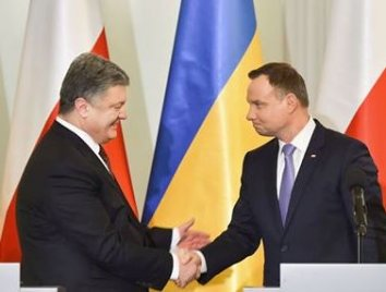 Poroshenko, Duda agree on extraordinary meeting in Krakow