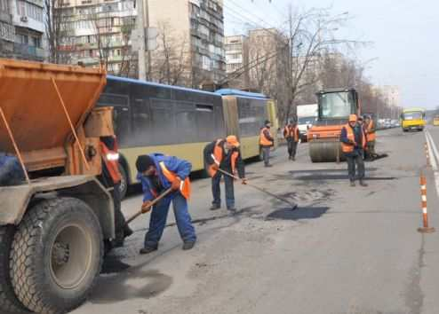 Ukravtodor to start replacing road surfacing to cement topping at three roads