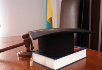 Yanukovych's lawyers withdraw from Obolonsky court in protest against start of judicial debate