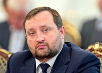 Interpol removes red notice from Arbuzov, PGO forwards new accusations against him