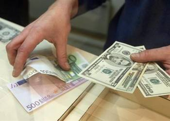 Ukrainians sell $235 mln more currency than buy in April