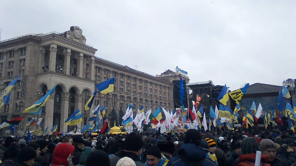 Over 100,000 people gather downtown Kyiv
