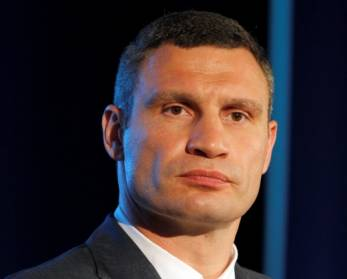 Vitali Klitschko to hold exhibition fight against Lewis in Kyiv this autumn