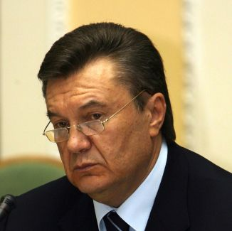 Yanukovych suspends Kyiv City Administration Head Popov and Deputy NSDC Secretary Sivkovych from office, say decrees