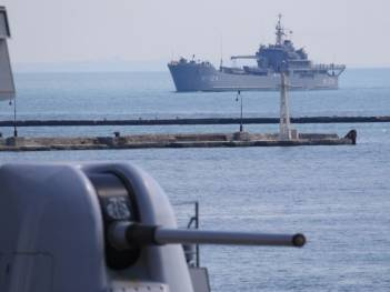 Ukrainian Navy helicopters, U.S. destroyer hold joint drills in Black Sea