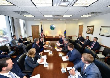 Poroshenko, Perry discuss possible liquefied gas supplies from U.S. to Ukraine