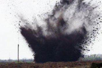 Two Russian fighters blown up by militant-laid landmines in Donbas, one dies
