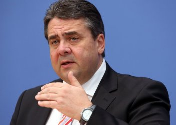 Gabriel says Germany will not let Ukrainians down