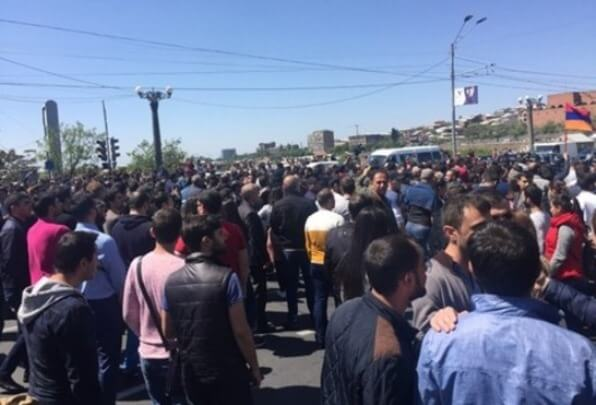Police detain 16 demonstrators in Yerevan