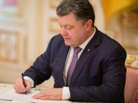 Poroshenko signs laws on denouncing Communist, Nazi regimes