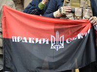 Right Sector activists block Lukyanivske jail, may disrupt Yanukovych interrogation