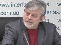 Political experts split in their opinion on Poroshenko's running for second term