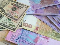 NBU lowers official hryvnia exchange rate by another 1.2%, prevents hryvnia from further devaluation with interventions