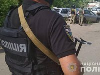 In Poltava, terrorist with grenade exchanges police officer taken hostage for head of regional police department, is trying to leave city