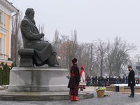Zelensky lays flowers at monument to Hrushevsky on occasion of Unity Day